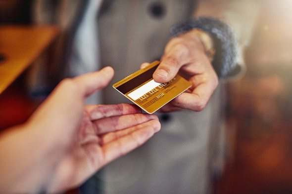 Should You Sign the Back of Your Credit Card?
